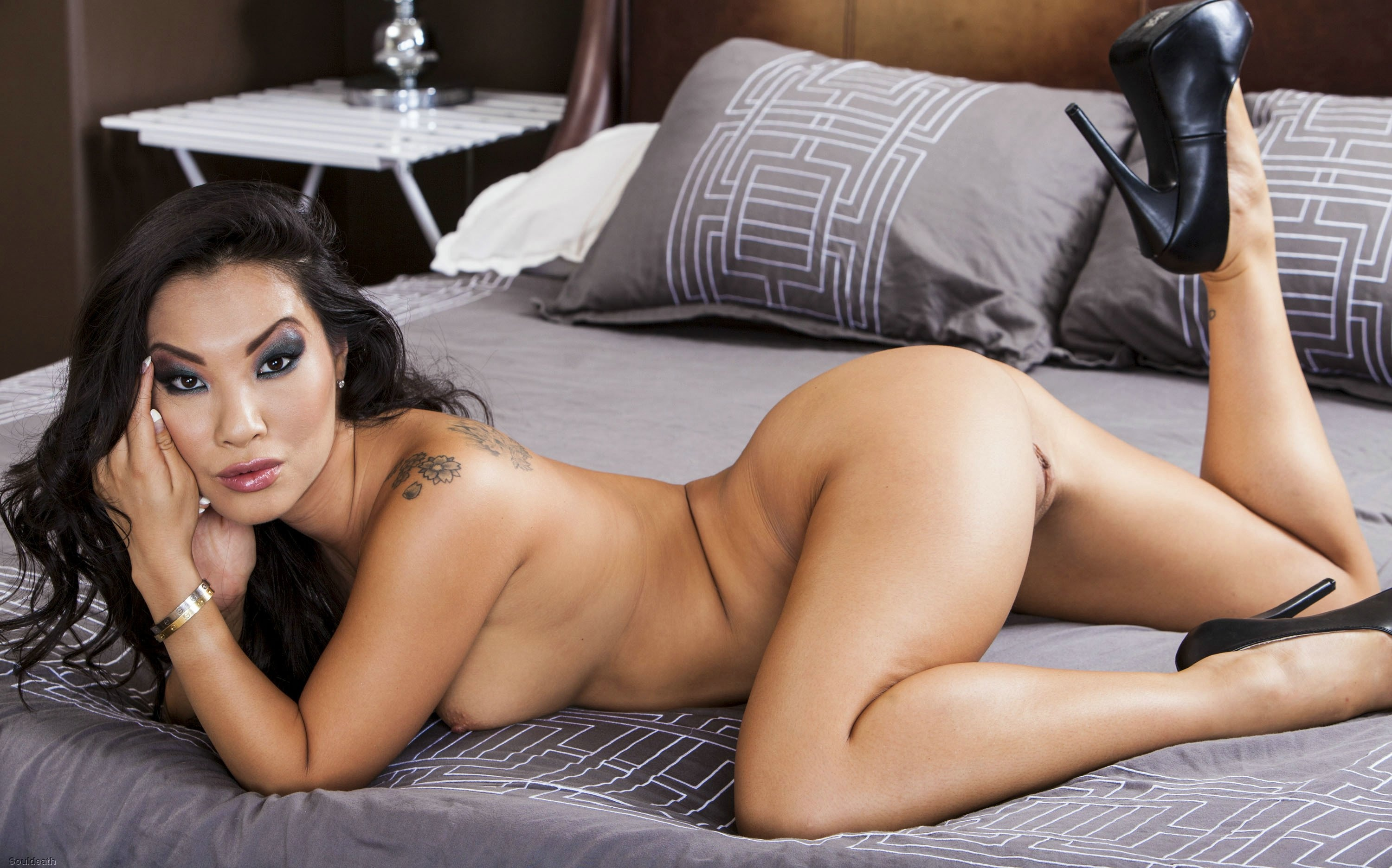 hot women naked and having sex with each other